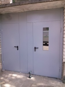 Laiptynės šarvo durys