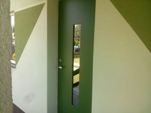 Šarvo lauko durys su metalinio lakšto plokšt.