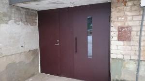 Laiptinės šarvo durys